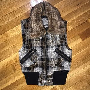 Jackets & Blazers - Stylish Faux Fur vest, Perfect for Fall